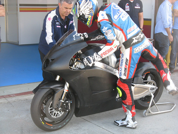 The FTR Kawasaki by BQR with Yonny Hernandez at the MotoGP test at Valencia