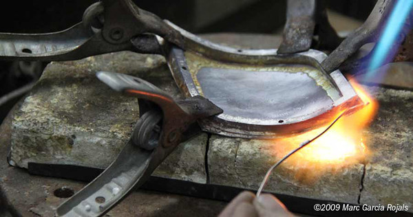 Making the MotoGP trophy - welding the plaque to the frame, part 2