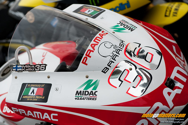 Mika Kallio, Pramac Ducati, commemorating the dead of Abruzzo at Qatar