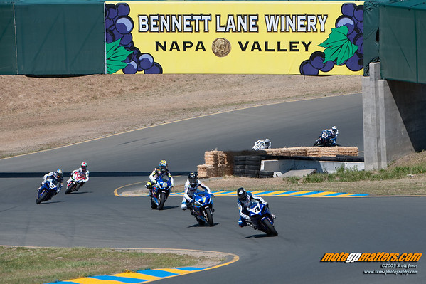 Josh Hayes leads Mat Mladin in race 1 at Infineon