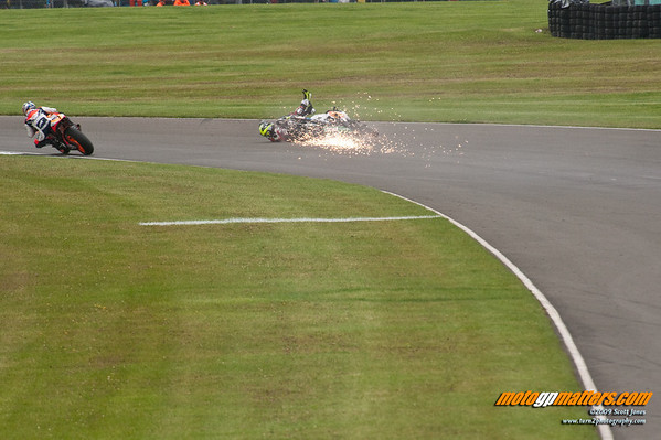 Toni Elias crash, Donington Park